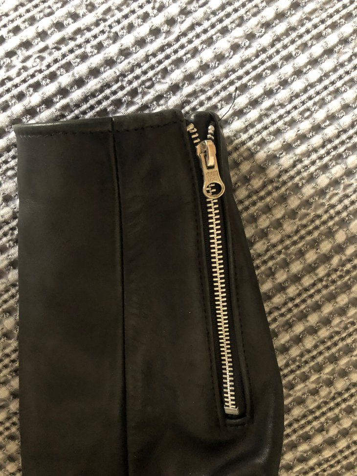 sleeve/zipper cuff detail